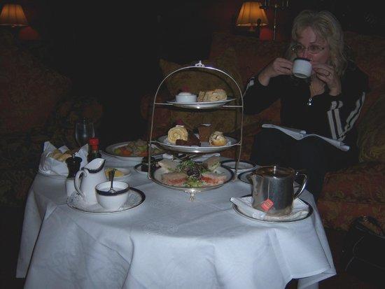 Dromoland Castle Hotel: Personal tea at Dromoland