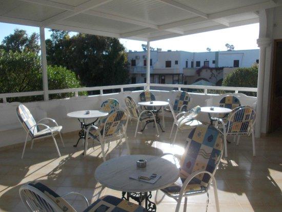 Armonia Hotel: terrasse pour le petit déjeuner