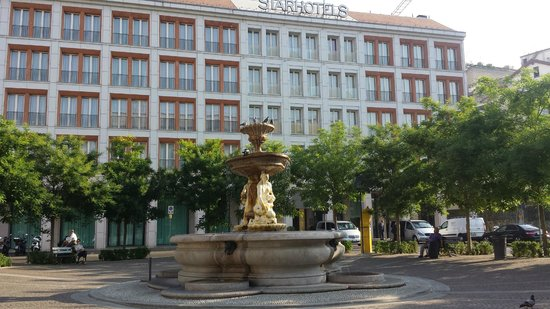 Rosa Grand – Starhotels Collezione: From the little park across the street