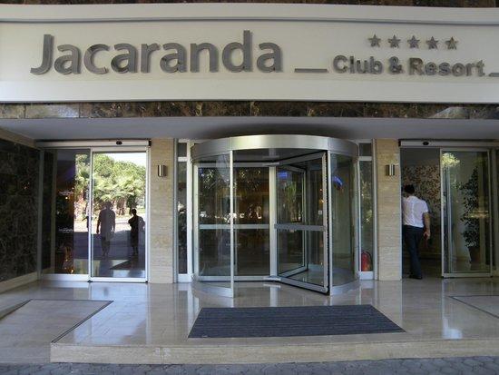 Jacaranda Club & Resort: Центральный вход в отель