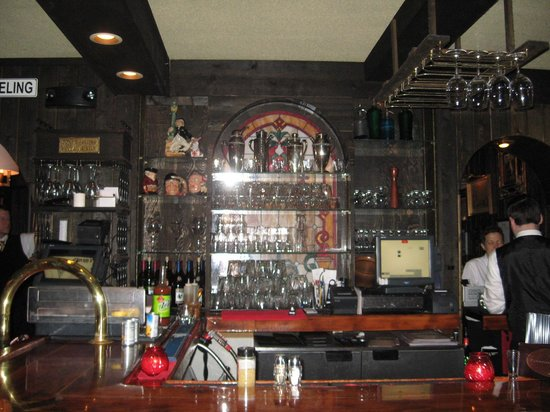 Sperry's Restaurant: Bar area