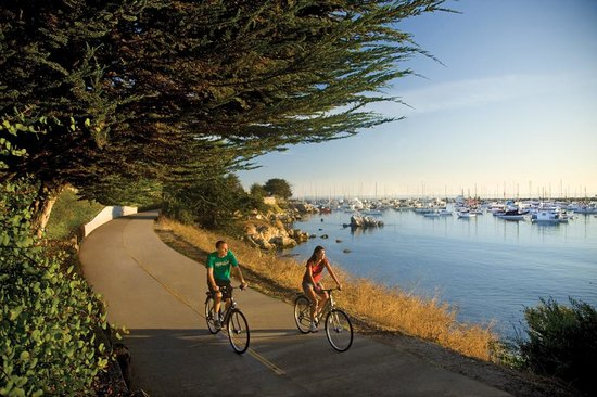 Portola Hotel & Spa at Monterey Bay: Bike rentals available outside the Portola Hotel