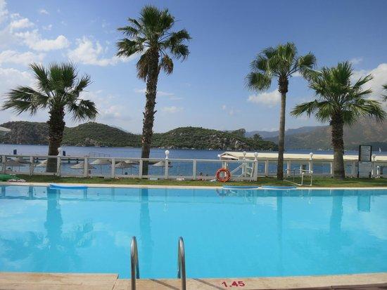 Club Adakoy Resort Hotel : Pool overlooking bay