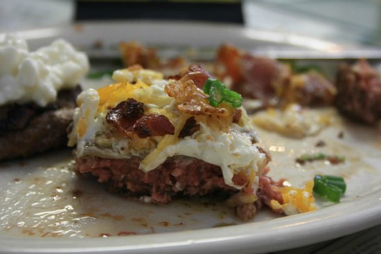 Brook's Gourmet Burgers and Dogs: Burger with bacon, soured cream, spring onions, and crispy potato pieces - tasty!