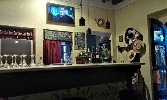 De Todos Los Santos: The bar area, very welcoming.
