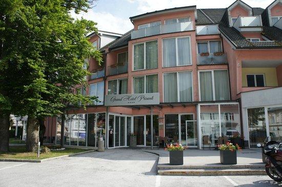 Ramada Hotel and Suites Kranjska Gora: Ramada/ Grand Prisank front view