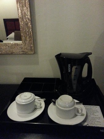 The Sugarland Hotel: Coffee and tea amenities, without coffee and tea :))