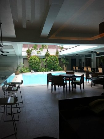 The Sugarland Hotel: Pool during the day