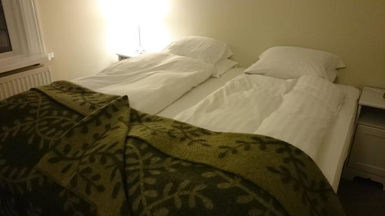 Reykjavik Residence Hotel : Everyone gets their own set of blankets, so no fighting over blankets! :)