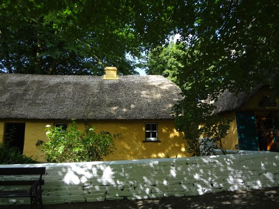 Bunratty Castle: One of the cottages