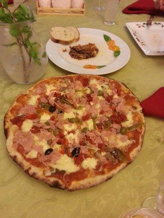 La Carboncita Paladar : Tasty pizza, awesome crust.