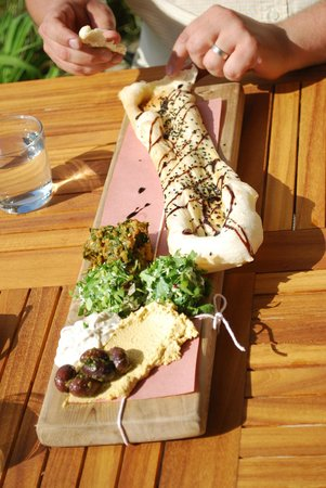 Red Rooster Winery: Flatbread - maybe even better than the pizza. Amazing dips.