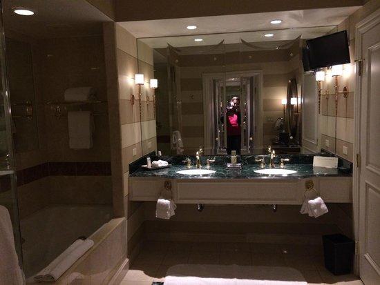 Venetian Resort Hotel Casino: Bathroom