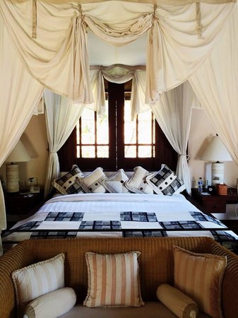 The Oberoi, Lombok: Four poster bed turned day bed