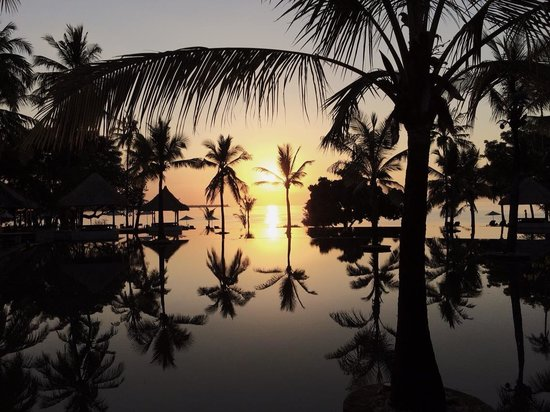 The Oberoi, Lombok: Sunset from the pool