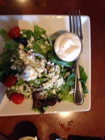 Cosmo's Restaurant & Bar: Yummy salad