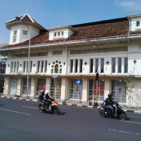 Ibis Styles Bandung Braga: Historical Building surrounding hotel