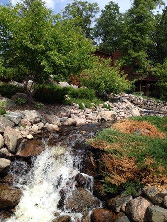 Kavanaugh's Resort: Enjoy the sound of the waterfall.