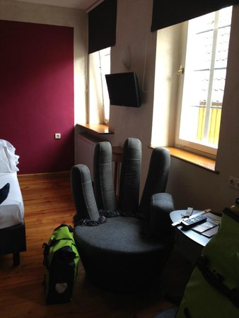 Hotel Turmdieb: Room with the special chairs