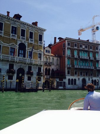 Al Ponte Antico Hotel : Arriving by water taxi