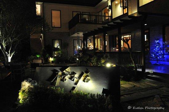 Cypress House: Entrance