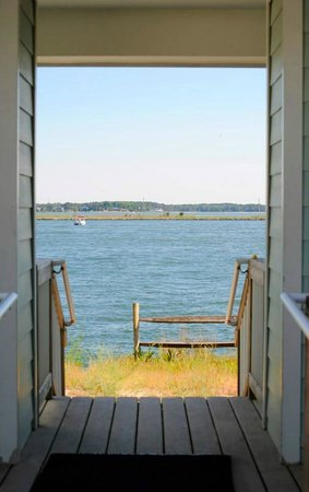 The Cottages at the Indian River Marina : view through breezeway to river