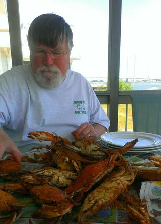 The Cottages at the Indian River Marina : crabs on the screened porch