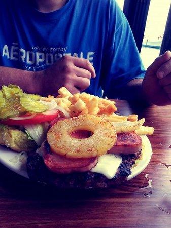 Bayou Joe's: Hawaiian Burger