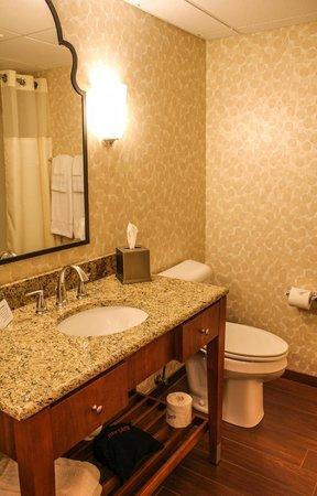 Isaac Jackson Hotel: Bathroom