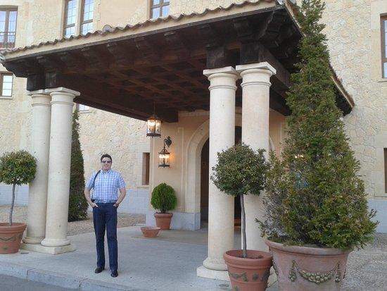 Hotel Candido: entrada al hotel