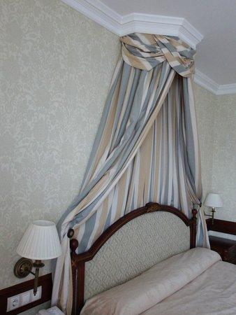 Hotel Candido: detalle cama matrimonio