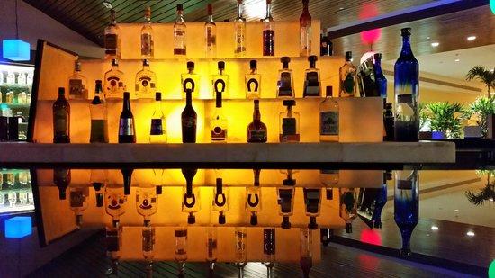 Presidente InterContinental Cancun Resort: Bar