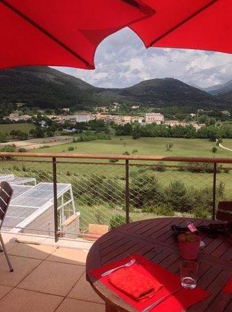 Hotel & Spa des Gorges du Verdon : view over the village from the restaurant.