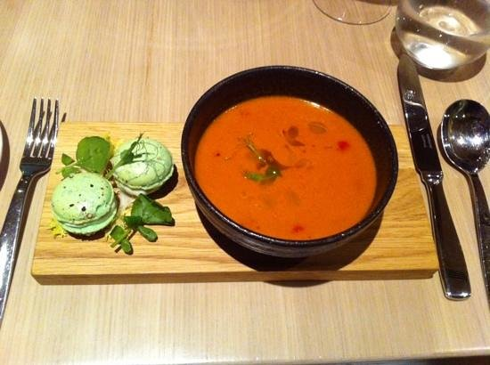 LouLou Restaurant: gazpacho with goatcheese macarons