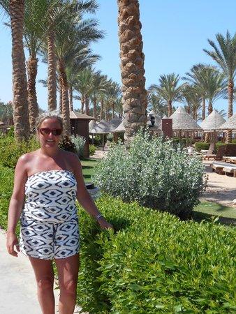 Sharm Grand Plaza : Promenade next to  beach