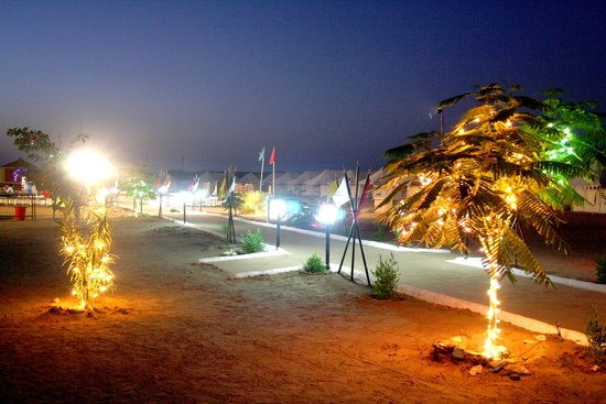 Malra Heritage Camp : internace gate road