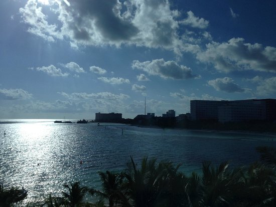 Occidental Costa Cancun: View of water in the morning