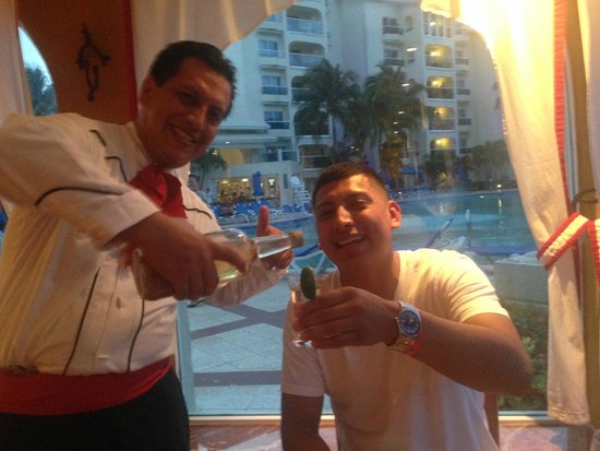 Occidental Costa Cancun: Shots of tequila