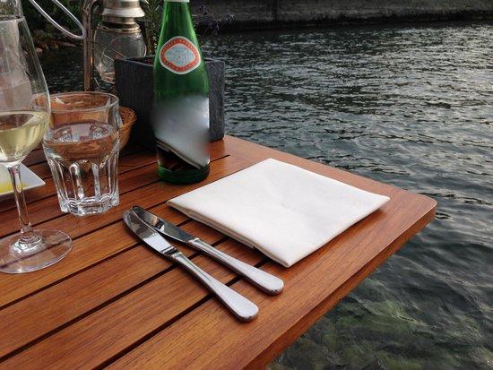 Seerestaurant L'O : Tisch direkt am See