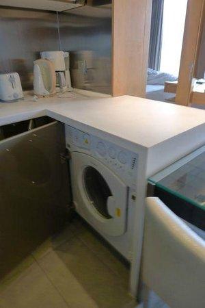 Ascott Raffles City Beijing: 電気ポット類と全自動洗濯機