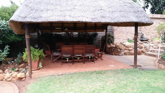 Margaret's Place: Garden seating area