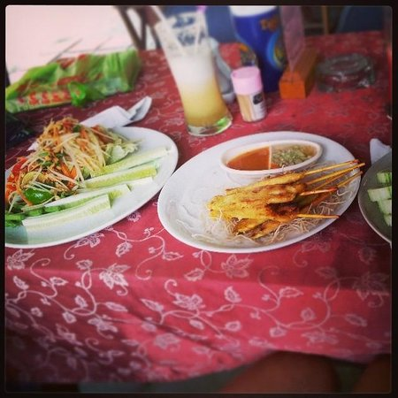 The Hut Cafe : Satay Chicken & Papaya Salad