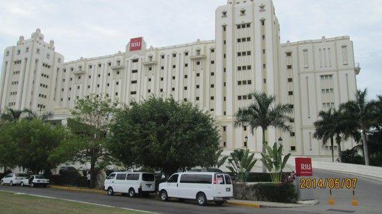 Hotel Riu Vallarta: The Front
