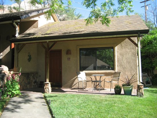 Red Rock Inn Bed and Breakfast Cottages : Cottage #4  with Lovely Breakfast Patio
