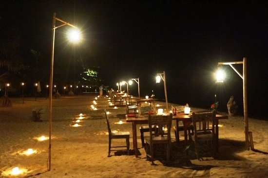 Hotel Tugu Lombok : candle light dinner at the beach