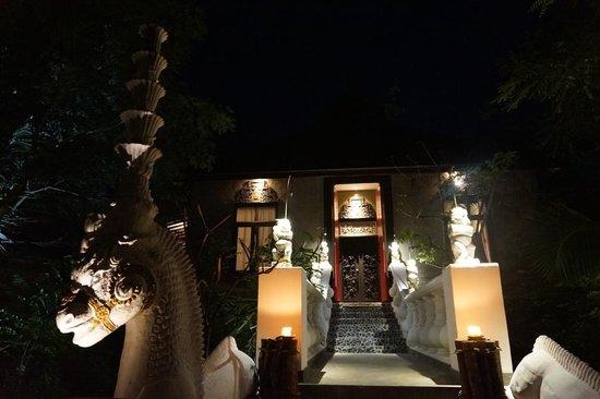 Hotel Tugu Lombok: entrance