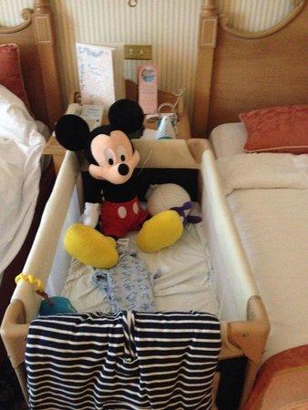 Disneyland Hotel: The little ones room setup