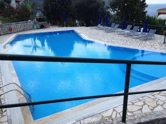 Apraos Bay Hotel: Pool