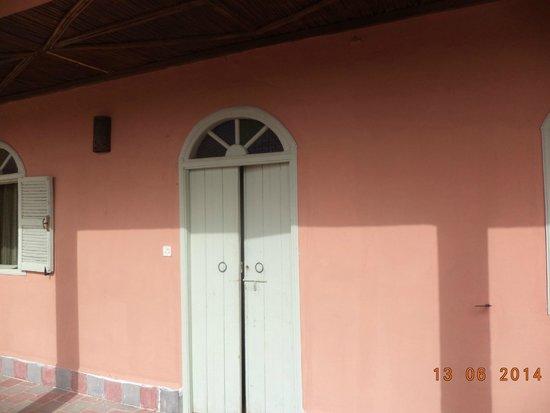 Riad Douar Des Oliviers : porte de la chambre