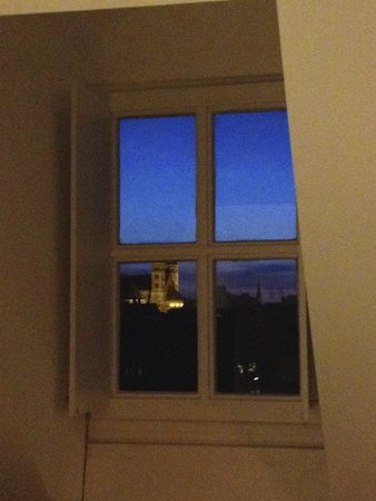 Hotel Dis : window